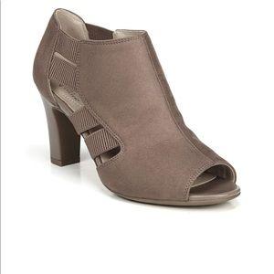 NIB LifeStride Cadenza Women's ankle boots